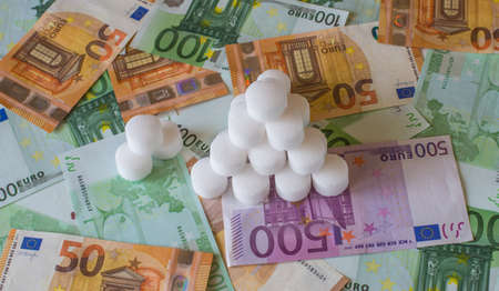 Pyramid of the preformed salt in the European banknotes.