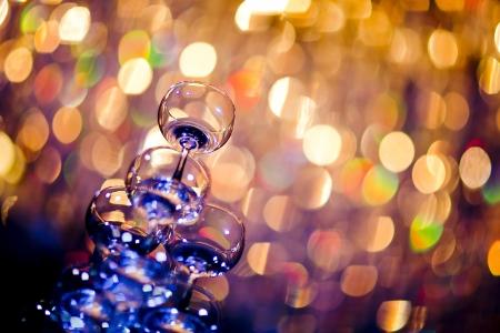 brindisi spumante: Una fila di bicchieri di champagne