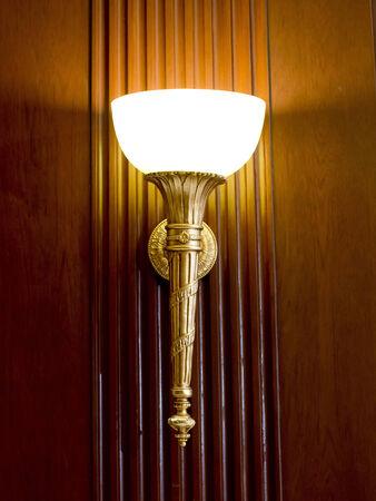 wall sconce: Aplique con luz cl�sica en la pared