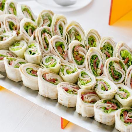 Plate von vielen Mini-Sandwich beißen Größe Vorspeisen Lizenzfreie Bilder