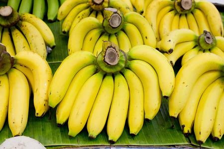 Bunch of bananas on banana leaf Stockfoto