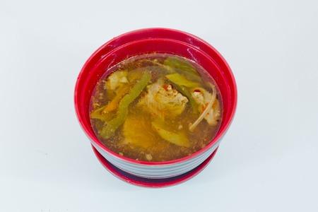 snake head fish: minestra acida di pesce di serpente-testa calda e