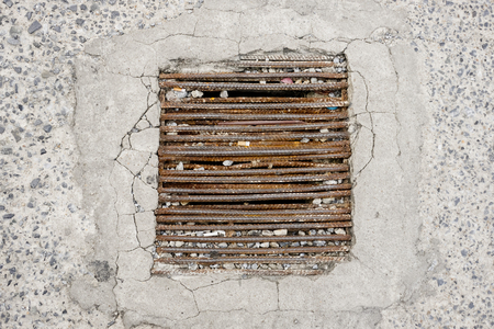 washbowl: Rust drain.