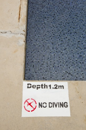 no diving sign: No diving and jumping sign