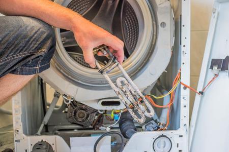 Repareren van een wasmachine