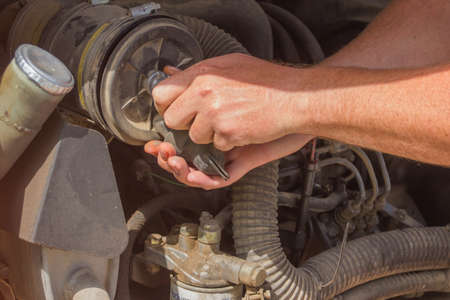 engine compartment: Maintenance of a mini excavator