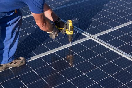 Zamontuj panel słoneczny