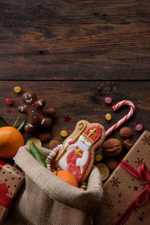 Saint Nicholas cookies with gifts Archivio Fotografico - 125805630