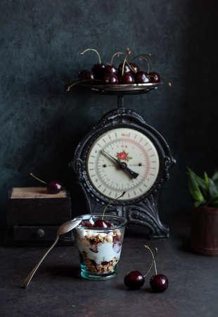 Homemade granola with bio yogurt and fresh cherries Archivio Fotografico - 136612314