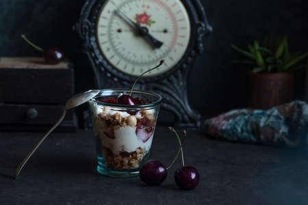 Homemade granola with bio yogurt and fresh cherries Archivio Fotografico - 131758627