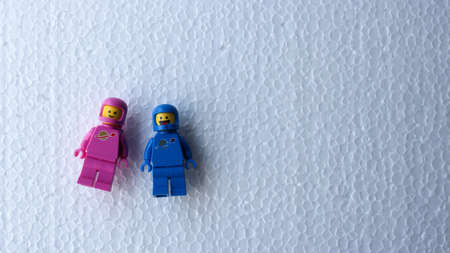 Two blue and pink Lego astronauts lied down with cheerful expressions as they looked up. Sajtókép