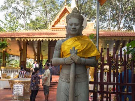 ストーン ガード プレア Ang チェクと説く Ang チョム仏教寺院、シェムリ アップ、カンボジアの正門でシェムリ アップ, カンボジア - 2016 年 10 月 29 日