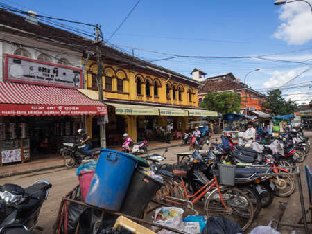Siem Reap, Cambodia - October 31, 2016: Row of motorcycles parking at the road side of Psa Chas or old market area left from French colonial in Siem Reap, Cambodia. 報道画像