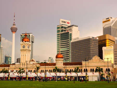 Kuala Lumpur, Malaysia - April 22, 2017: The Sultan Abdul Samad building  in Kuala Lumpur is located in front of the Merdeka Square and modern skyscrapers are in the background. 報道画像
