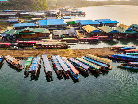 Sangkhlaburi - March 05, 2017: The scenery of  floating village and tourist boats and a part of temporary bamboo bridge  the river in Sangkhlaburi District, Kanchanaburi Province, Thailand, in the ear 報道画像