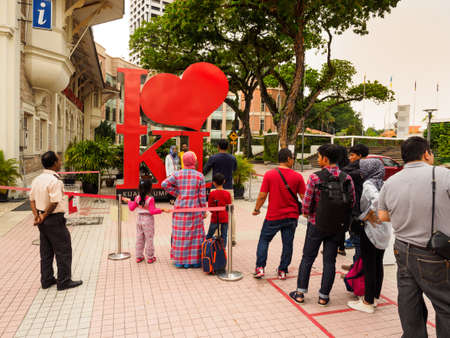 Kuala Lumpur, Malaysia -  April 22, 2017: Tourists queuing up for posing with the 報道画像