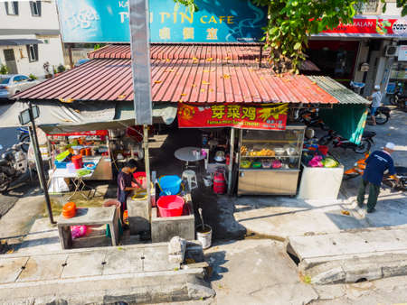 Penang,  Malaysia - April 24, 2017:  Local food stall selling various Chinese and local foods at the roadside of Penang street which is quite common in Penang, Malaysia 報道画像