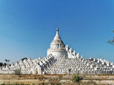 The white Hsinbyume Pagoda or Mya Thein Dan pagoda in Mingun city, Myanmar. Stockfoto