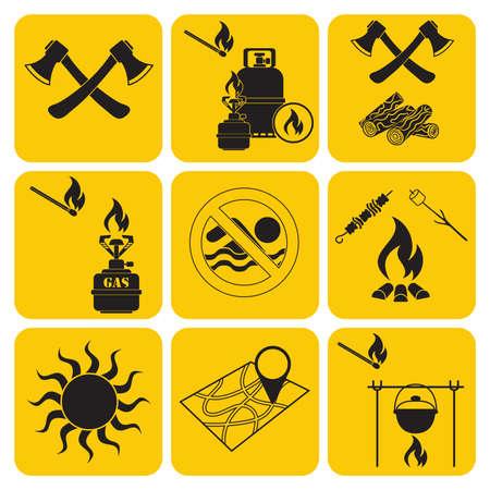 Set di icone attrezzatura da viaggio e campeggio. Illustrazione vettoriale