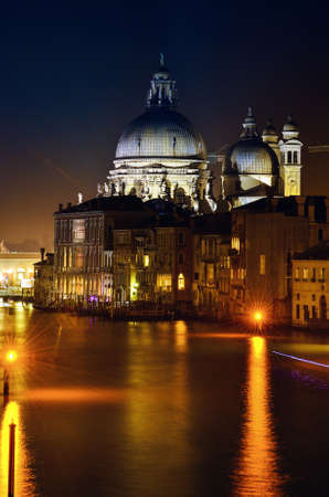 Beautifull nightshoot of the grand canal with lights and architecture