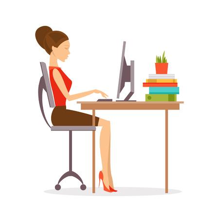 buena postura: Mujer que se sienta en una computadora en la posición correcta