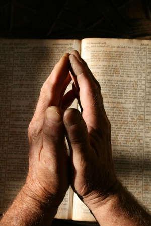 betende h�nde: Beten alte Hasen Lizenzfreie Bilder