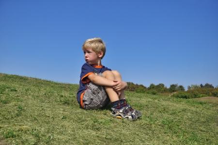 lamentation: Giovane bionda disperazione linguaggio del corpo boy Archivio Fotografico