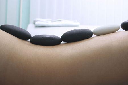 massage: M�dchen auf ein Steine Therapie, massage hei�e Stein