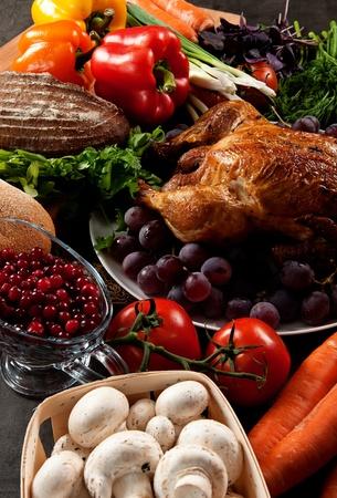 Gebratene Urlaub Türkei mit Sauerteig Füllung und Früchten garniert Standard-Bild - 11148687