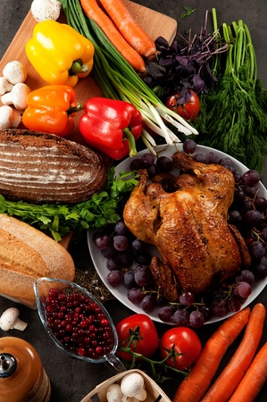 högtider: Rostad semester kalkon garnerad med surdegs fyllning och frukt