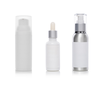 botella de plastico: Cosmetic and beauty products in bottles on a white background