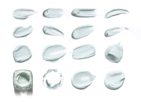 produits cosmétiques enduisent peinture du masque facial sur un fond blanc