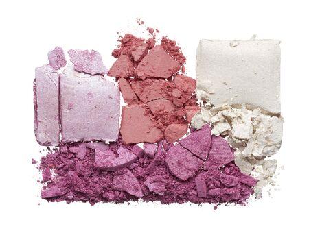Textura de sombra de ojos, rubor o polvo de colores rotos. Textura macro de polvo roto y colorido, fondo