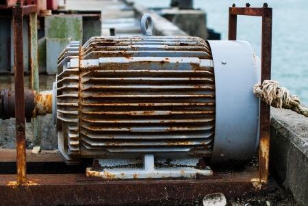 poleas: El motor eléctrico tiene óxido Foto de archivo