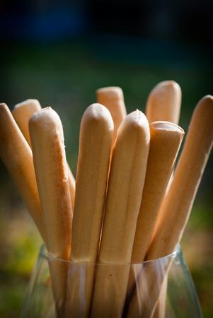 breadsticks: palitos de pan con un vaso en la ma�ana