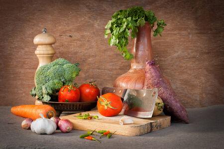 verduras tomates aún la vida, el ajo, la cebolla y la zanahoria