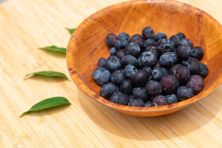Blueberries in the bowl on wooden table