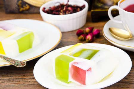 gelatina: Dieta Postre: Jalea de fruta, gelatina y té. estudio Fotográfico Foto de archivo