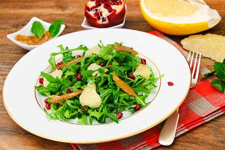 escarola: Salad Mix Batavian, Frise, Radicchio, Chicory, Cranberry and Grapefruit Chicken Dietary Meal Studio Photo