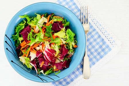 Mixed salad arugula, chard, corn, carrots, mesklan and iceberg Studio Photo Stockfoto