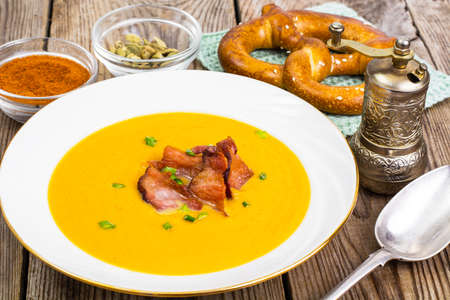 Vegetable cream soup with grilled bacon