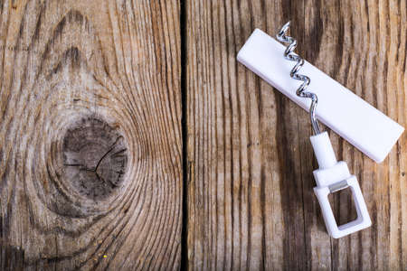 uncork: Corkscrew for bottles with white plastic handle