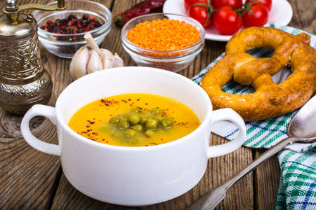 Soup puree from red lentils and canned green peas Archivio Fotografico