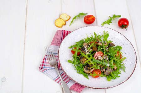 Warm salad with arugula and mushrooms. Studio Photo Zdjęcie Seryjne