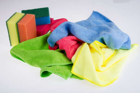 Multicolored scouring sponges, cleaning cloths. Studio Photo Imagens