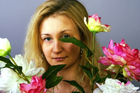 thrown glance: Girl and flowers