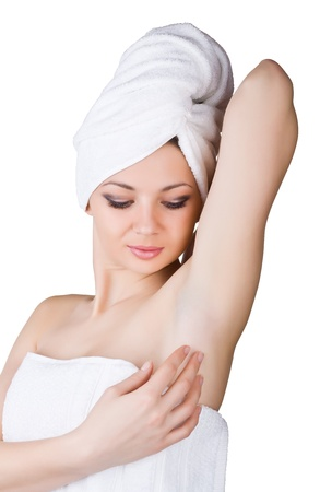 foso: Mujer que mira en la axila limpia, aislados en fondo blanco
