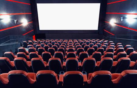 Empty cinema auditorium met scherm en zetels Stockfoto - 35185955
