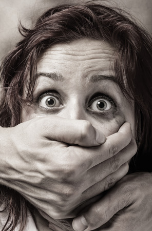 家庭内暴力や虐待の被害女性の恐怖