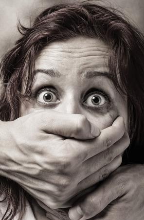 Angst voor de vrouw slacht offer van huiselijk geweld en misbruik